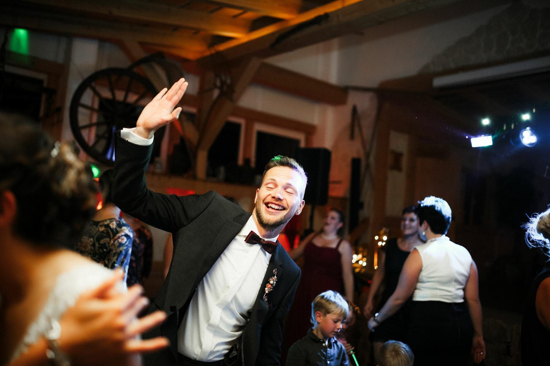 Hochzeitsreportage KirchlicheTrauungKiller BeatriceSven Hochzeitsfotograf authentische Fotos Albstadl MarcusBraun Fotografie www.mb fotografie.de 028 - Beatrice & Sven Hochzeitsreportage in Killer & Schaebischer Albstadl.