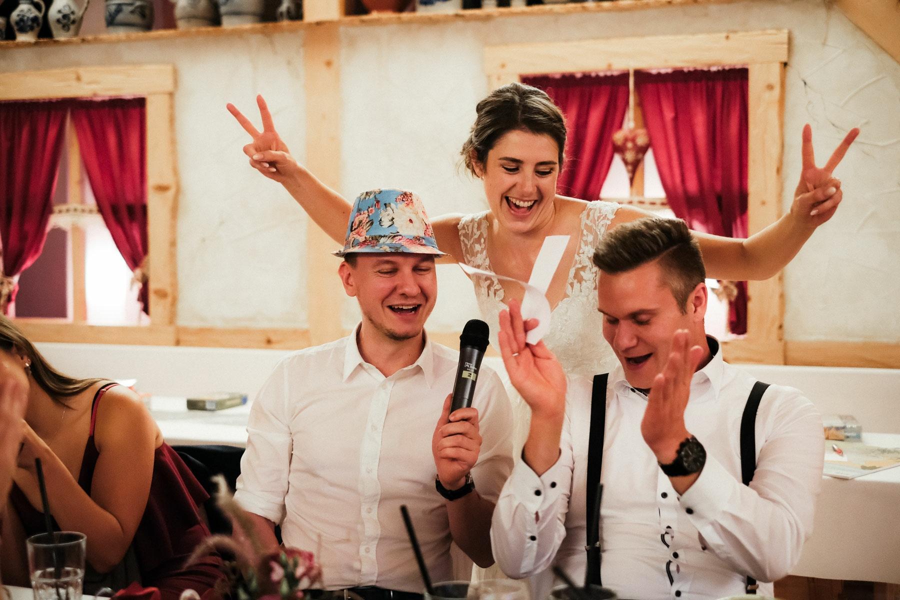 Hochzeitsreportage KirchlicheTrauungKiller BeatriceSven Hochzeitsfotograf authentische Fotos Albstadl MarcusBraun Fotografie www.mb fotografie.de 033 - Beatrice & Sven Hochzeitsreportage in Killer & Schaebischer Albstadl.