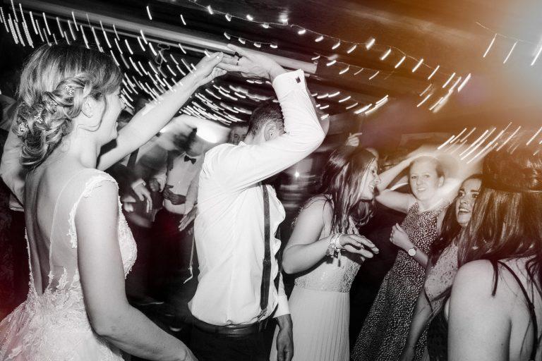Titelbild AnnikaChristian Hochzeitsreportage SchlossWilflingen Hochzeitsfotograf Badenwürttemberg natürliche authentische Fotos Eisighof MarcusBraun Fotografie www.mb fotografie.de 051 768x512 - Annika & Christian